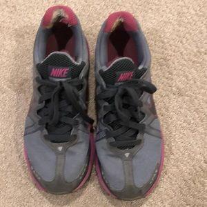 Nike women's size 9.5 gym shoes